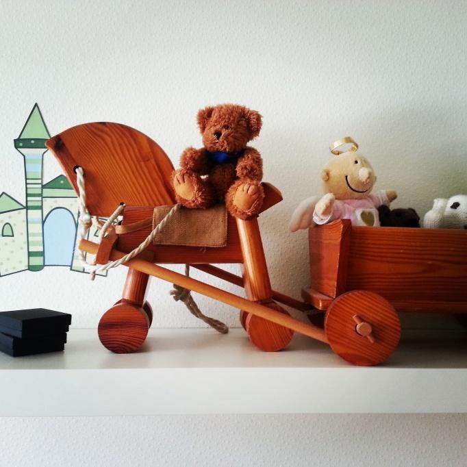 Das Pferd habe ich damals bei meinem ersten Besuch in Ost-Berlin geschenkt bekommen. Heute gehört es meinen Kindern.