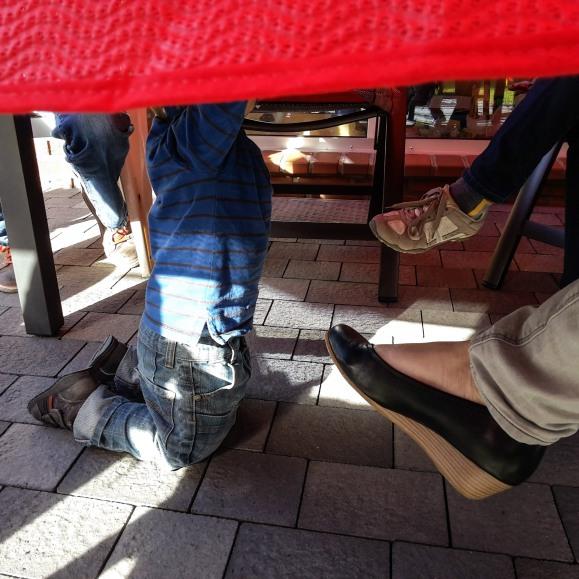 Unter dem Tisch