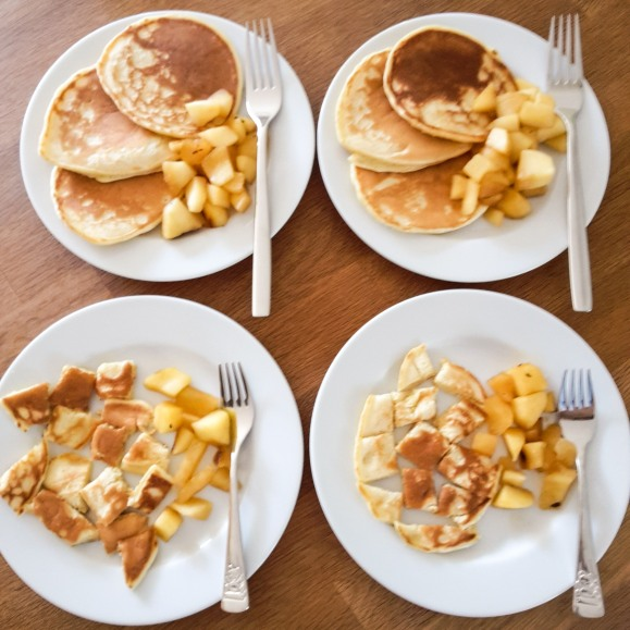 Pancakes geschmorten mit Zimt-Äpfelchen