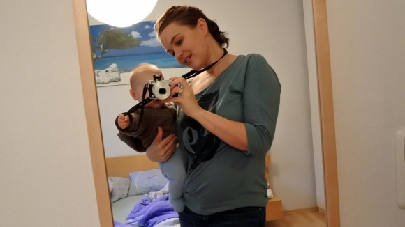 Spiegel-Selfie mit Krümel