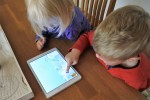Zwillinge spielen Elefanten-App